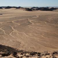 1200px-Nubian_desert,Wadi_Halfa.jpg